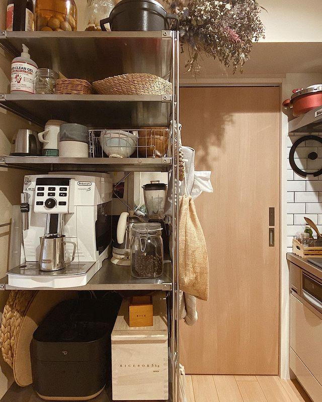 キッチンに置かれたエレクターシェルフ