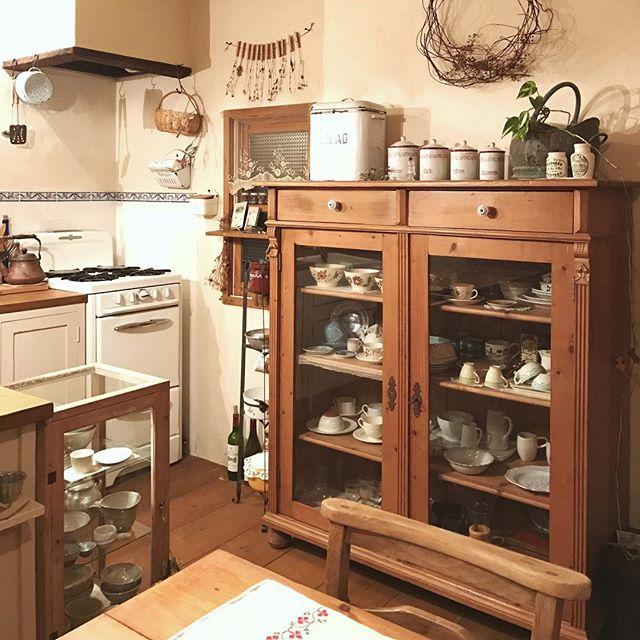 食器棚の食器ディスプレイアイデア4