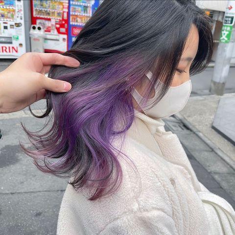 宝石のように透き通る紫のインナーカラー