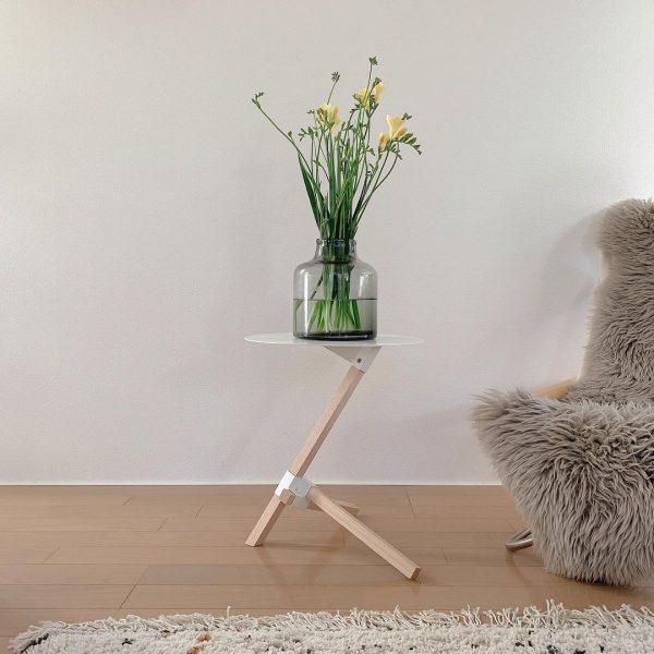 サイドテーブルに置く生花の飾り方