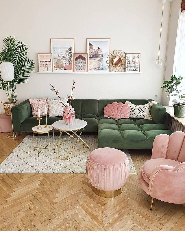 白×ピンク×グリーンのリビング