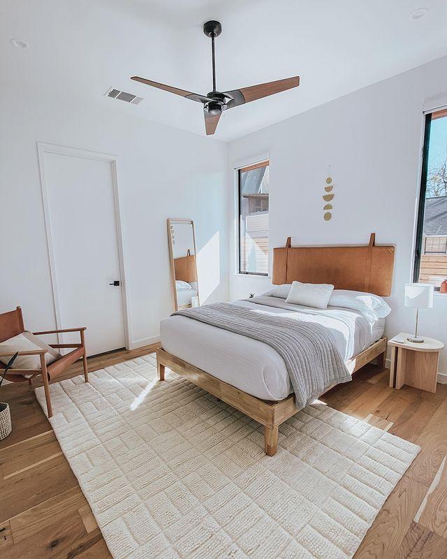 ホワイト×ウッドが心地よいベッドルーム