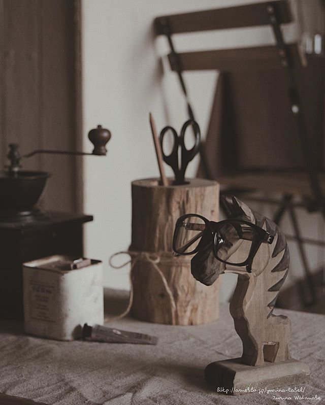 馬の形のメガネ置きスタンド