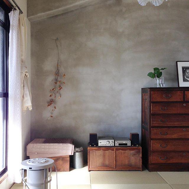 古家具でモダンな雰囲気を出した和室