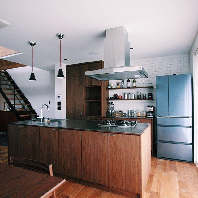 ステンレスとの組み合わせが美しいキッチン実例