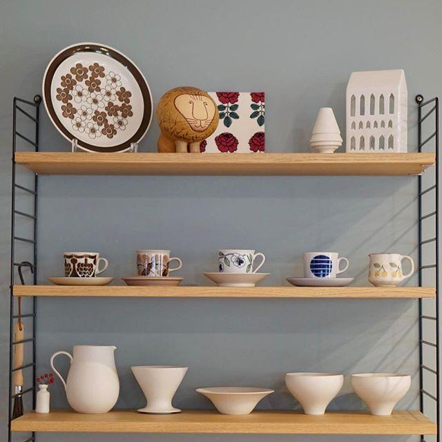 飾り棚の食器ディスプレイアイデア