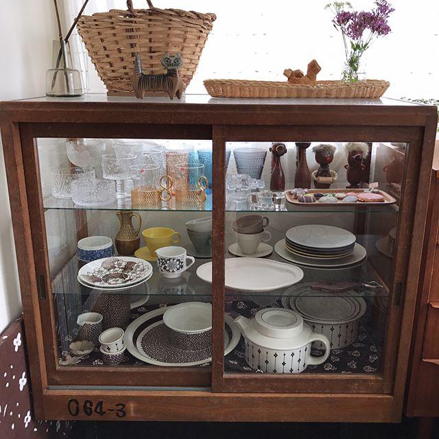食器棚の食器ディスプレイアイデア3