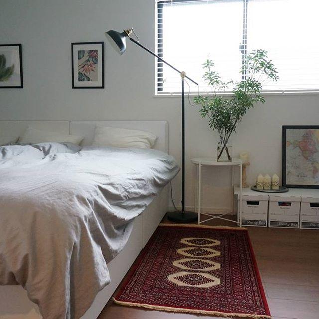 ホワイトインテリアと収納付きベッド