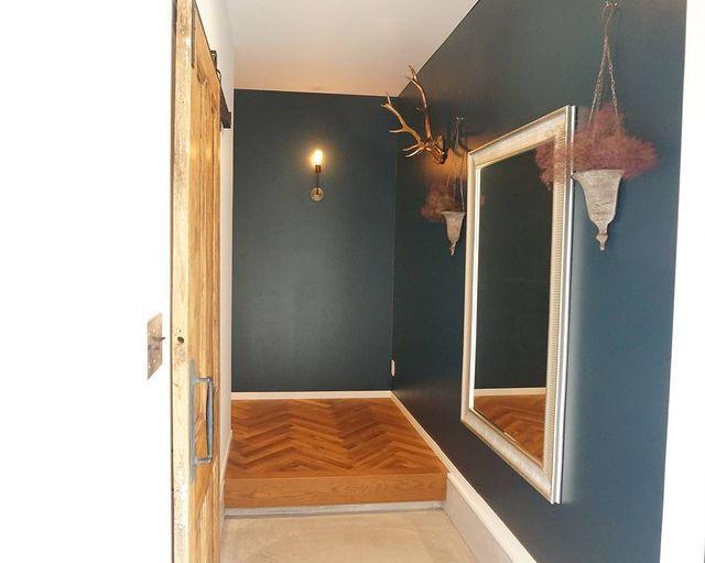 雰囲気を変えられる壁掛けフラワーベース