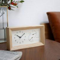 アッシュ材の木目が素敵な「時計」。温度計と湿度計付きで機能性も◎