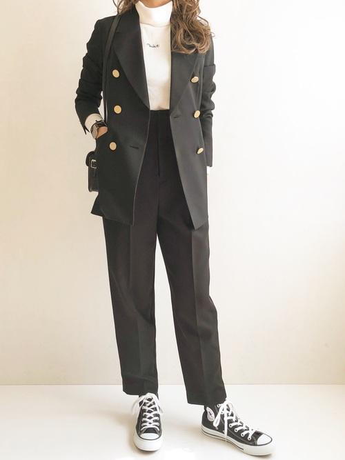 黒ジャケット×黒パンツ
