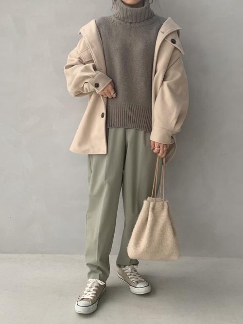 シャツジャケット×グリーンパンツコーデ
