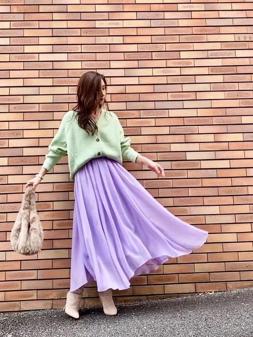 GUカーディガン×紫フレアスカートの春コーデ