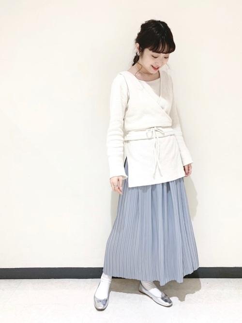 春の水色スカートの大人向けコーデ8