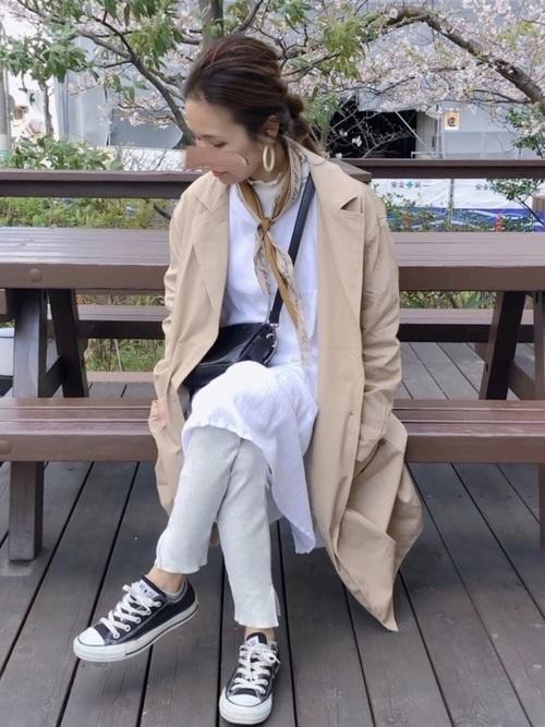 黄色系スカーフ×白Tシャツワンピの春コーデ