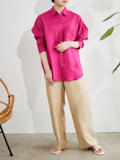 ピンク麻ドルマンシャツ×金ストレートパンツ