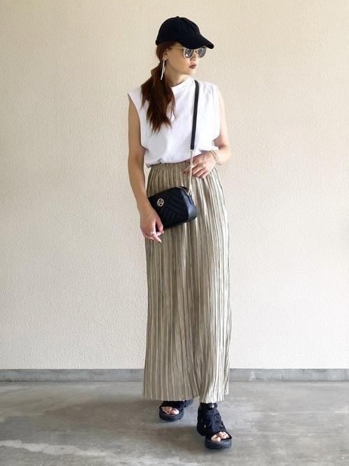 トップス×プリーツスカート