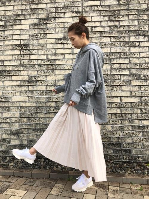 グレーオーバーサイズパーカー×スカート