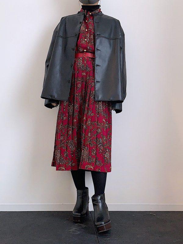 レトロ花柄赤ワンピース×レザージャケット
