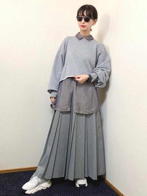 ニット×プリーツスカートの低身長コーデ