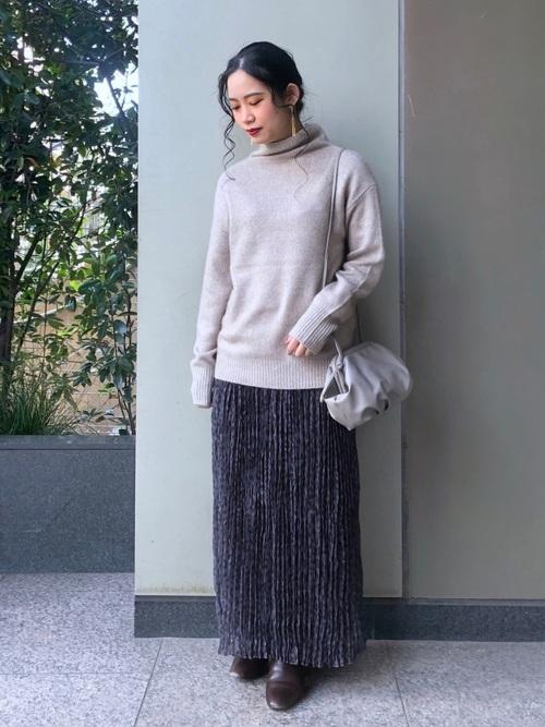 シアーニット×ロングスカートの低身長コーデ