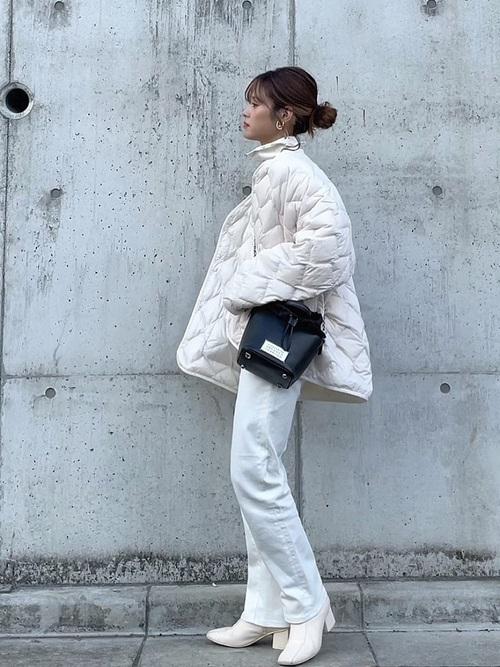 ユニクロのジャケット×ホワイトデニム