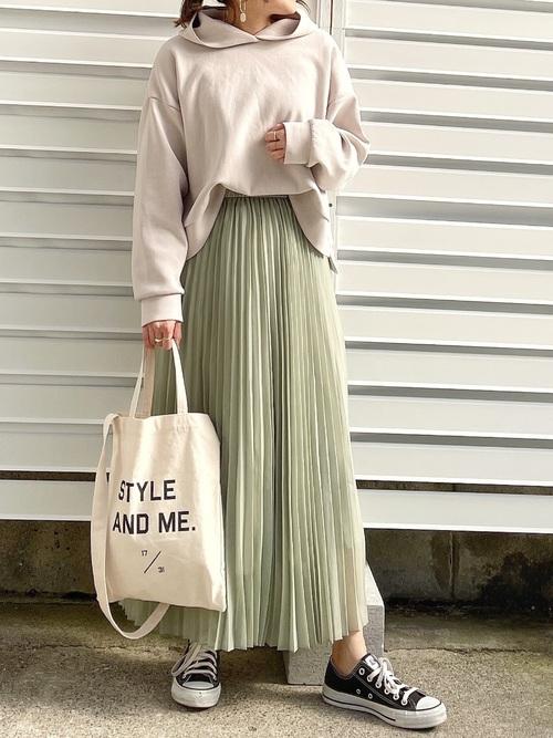 GUのパーカー×プリーツスカート