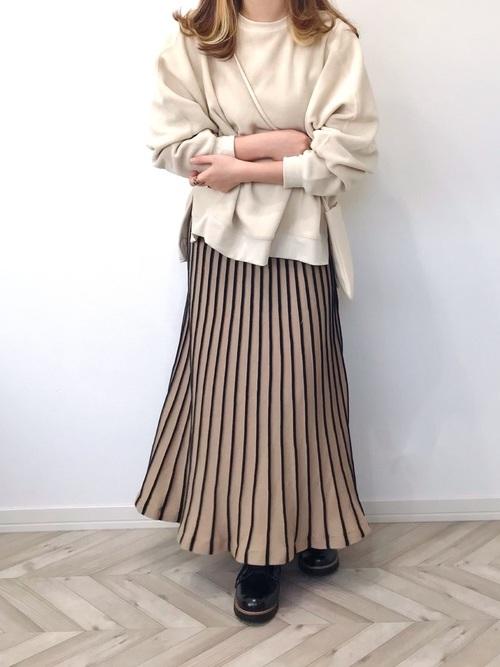 可愛いニット素材のプリーツスカート