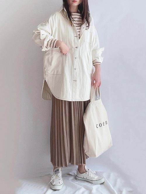 GUのベージュプリーツスカート
