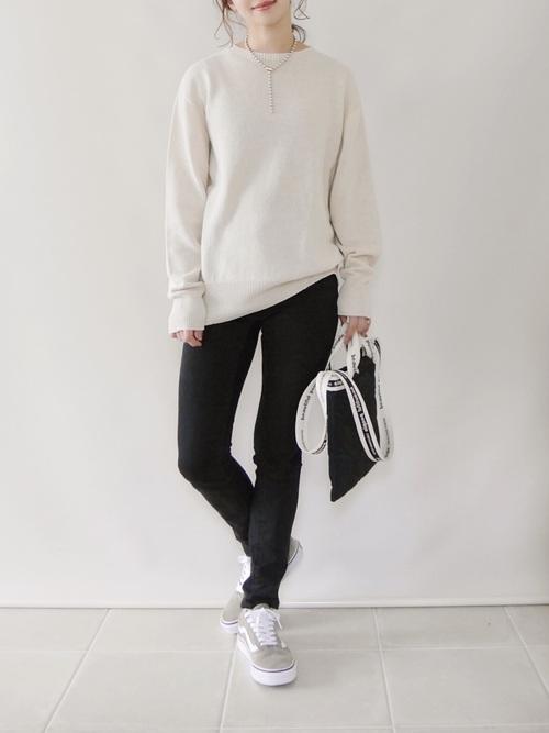 ユニクロクルーネックセーター