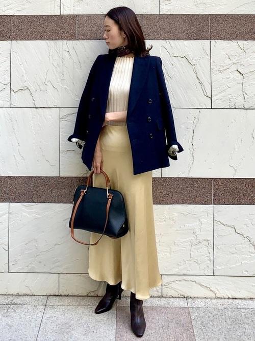 ブラウン系スカーフ×黄色スカートの春コーデ