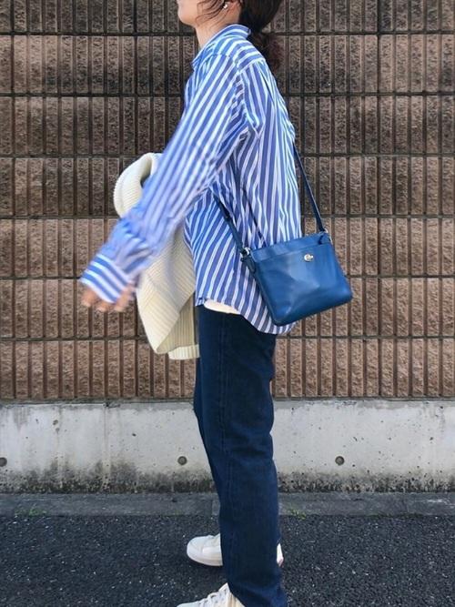ユニクロのブルーストライプシャツ