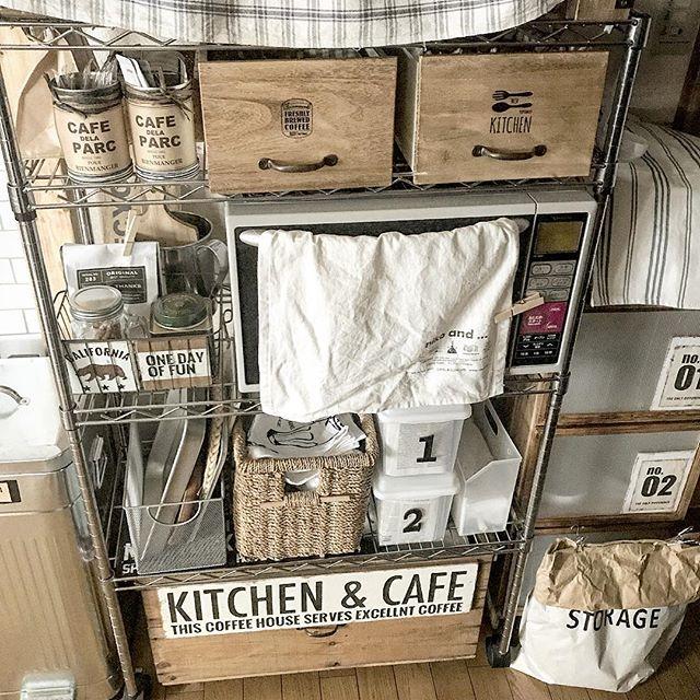 キッチン雑貨を置いたオープンラック