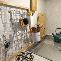 100均のワイヤーネットでできるキッチン収納術。狭い空間でも便利にしよう