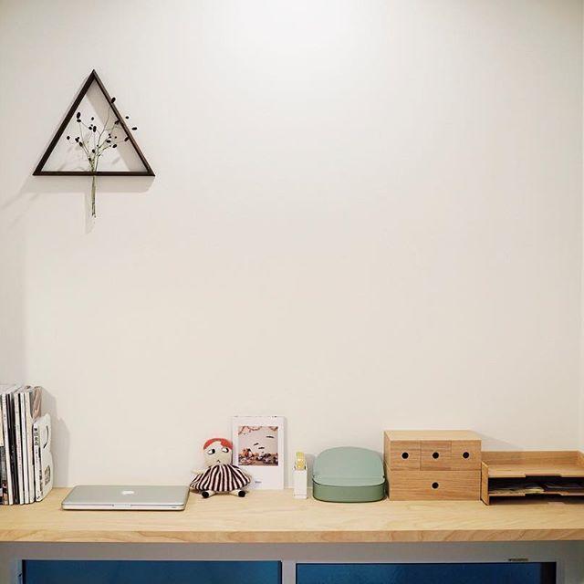 無印の木製小物収納でデスクトップに収納