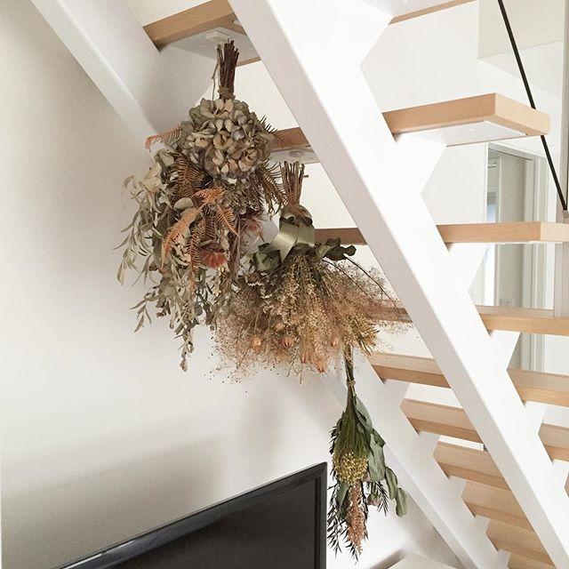 階段裏に飾る