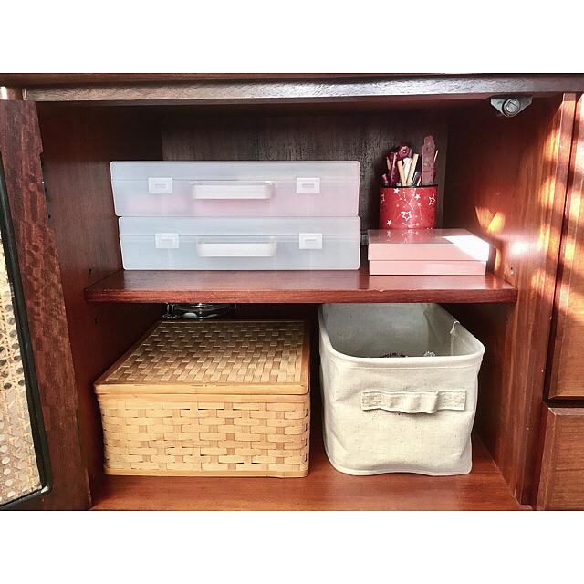 無印のボックスを組み合わせデスクの棚に収納