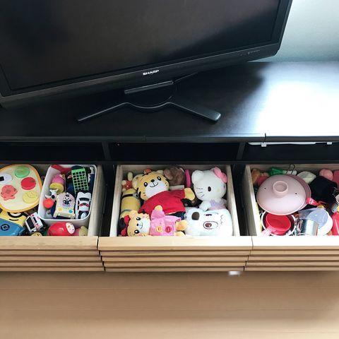 テレビボード台に隠すおもちゃ収納