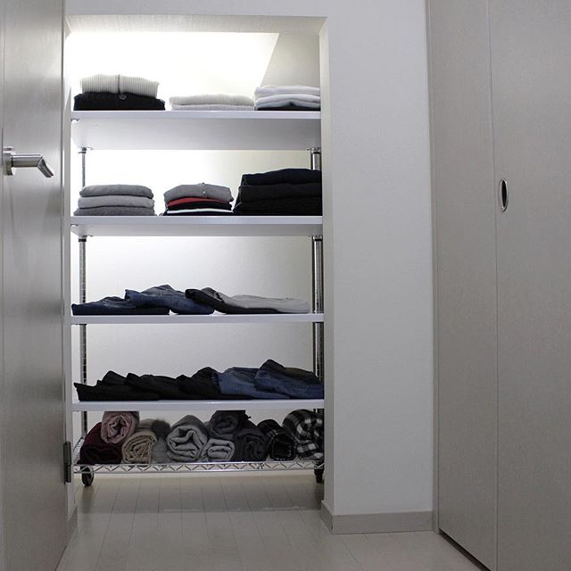 洋服を収納するオープンラック
