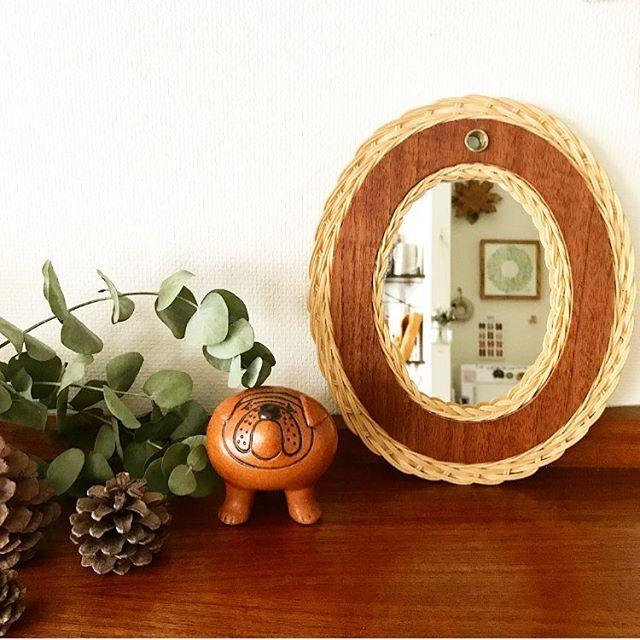 玄関の鏡をラタンインテリアに