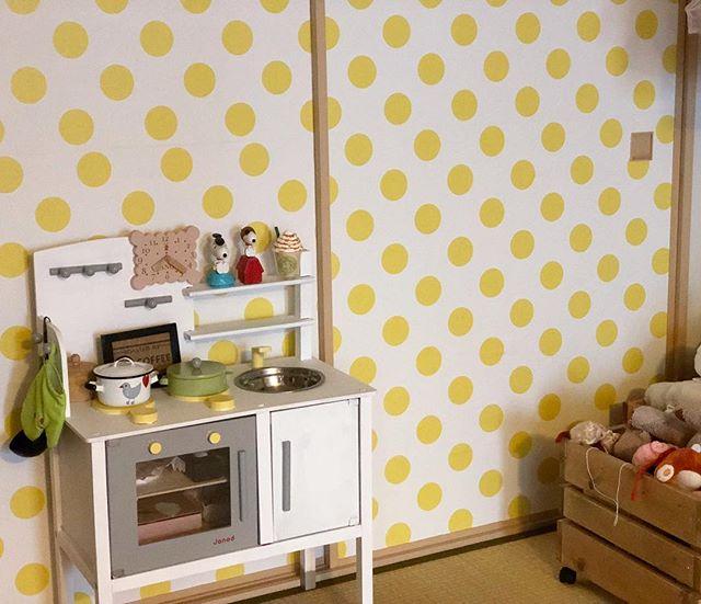 ポップな壁紙を活用した和室