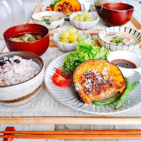 100円レシピの節約料理☆かぼちゃの肉詰め