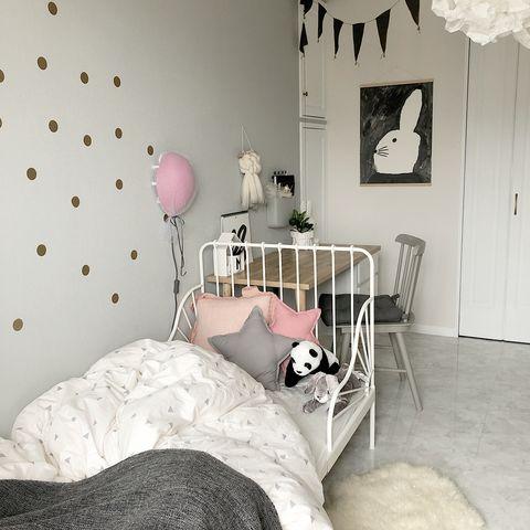 シンプルでおしゃれなベッド