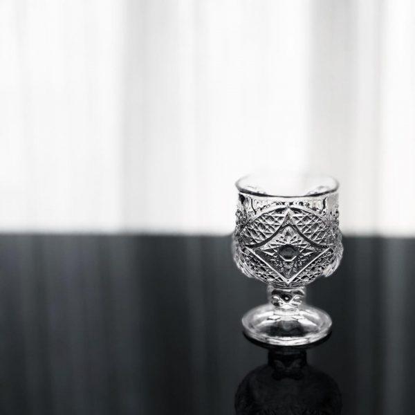 ラグジュアリー感のある高台グラス