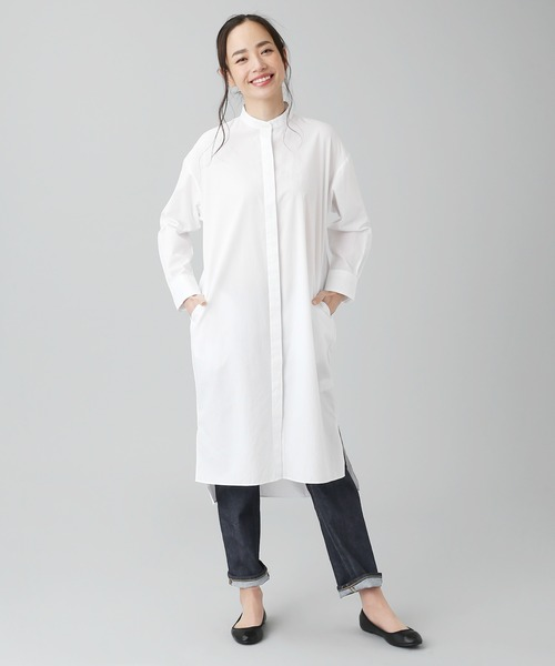 40代女性におすすめの服装「白シャツワンピ×デニム」