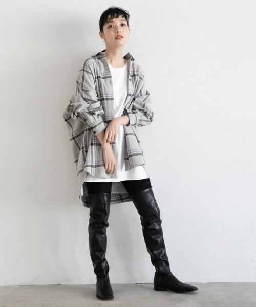 チェックビッグシャツ×レザー調パンツ