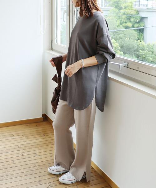 [and Me(アンドミー)] コットン長袖オーバーサイズ裾ラウンドTシャツ