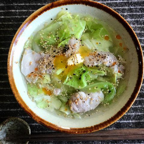 香り豊か春キャベツの塩バターラー油スープ