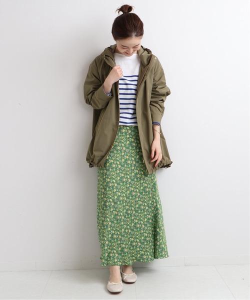 華やかカラーのスリットスカート