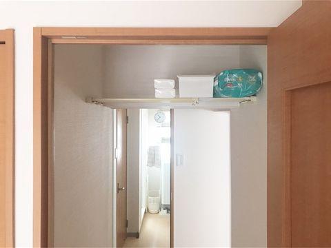 突っ張り棒を活用したトイレ収納2